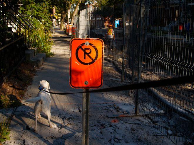 No parking! Les automobilistes fautifs ne pourront pas dire qu'ils n'ont pas été prévenus...